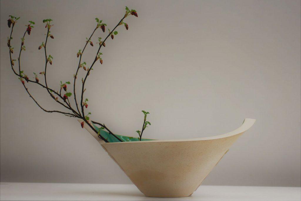 Nele Zander - offenes Gefäß oder Schale mit Zweig