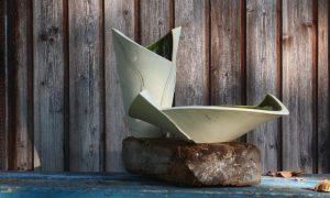 Nele Zander Keramik - Töpferei - Gefäße vor Holzwand