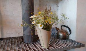 Nele Zander Keramik - Töpferei - Vase mit Blumen